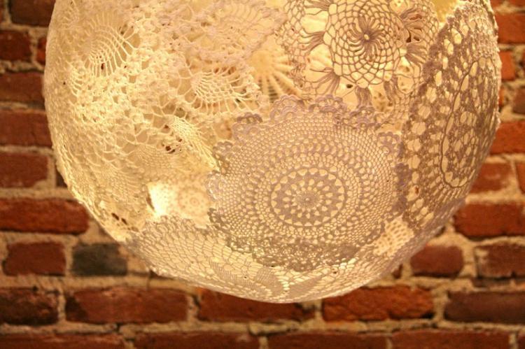 Плафон для люстры из вязаных салфеток своими руками