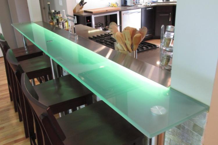 Стекло - Материалы для барной стойки для кухни