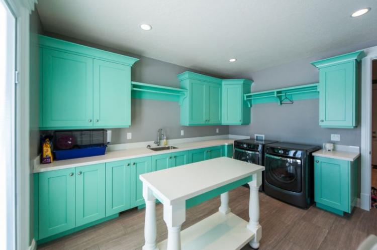Дизайн кухни в бирюзовом цвете - фото