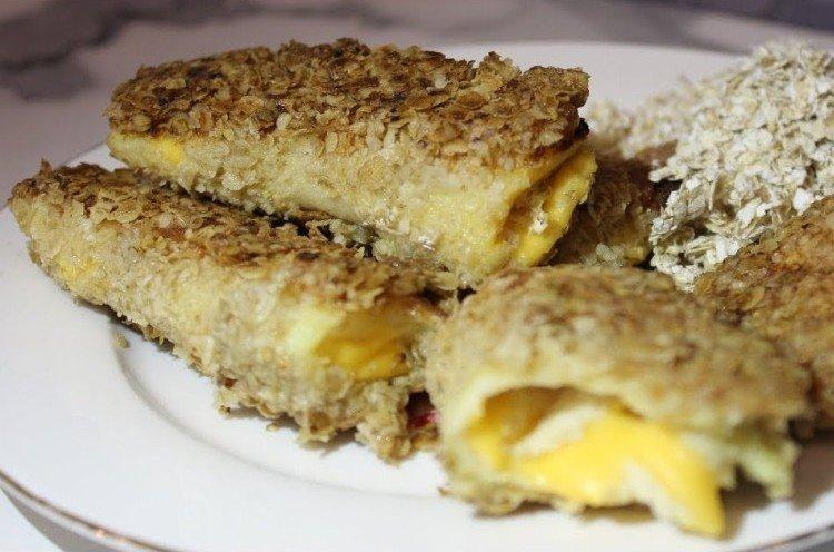 Горячие бутерброды с сыром и овсяными хлопьями на праздничный стол - рецепты