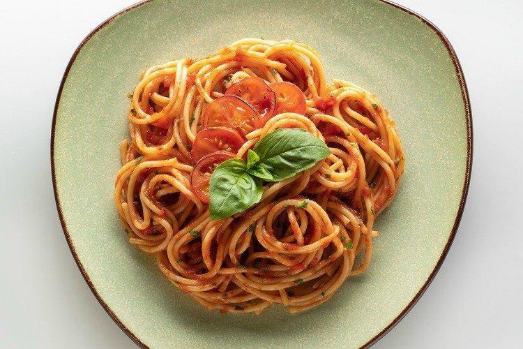 Паста с томатами - Чем накормить гостей недорого, вкусно и быстро