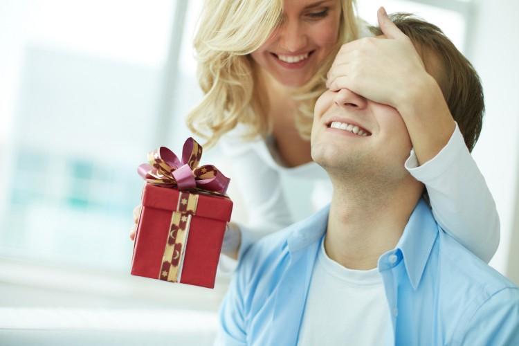 Что подарить мужу на День рождения: 50+ лучших идей подарков