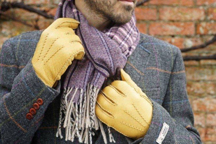 Теплый стильный шарф и перчатки - Что подарить мужу на День рождения