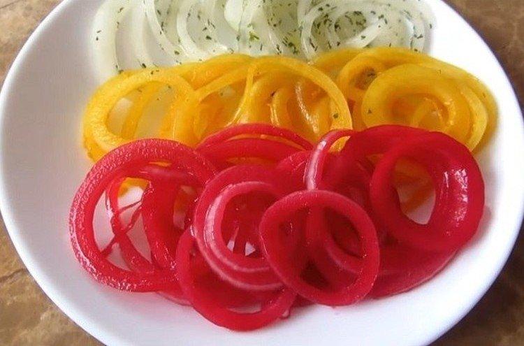 Разноцветные кольца лука - Что приготовить на День рождения рецепты