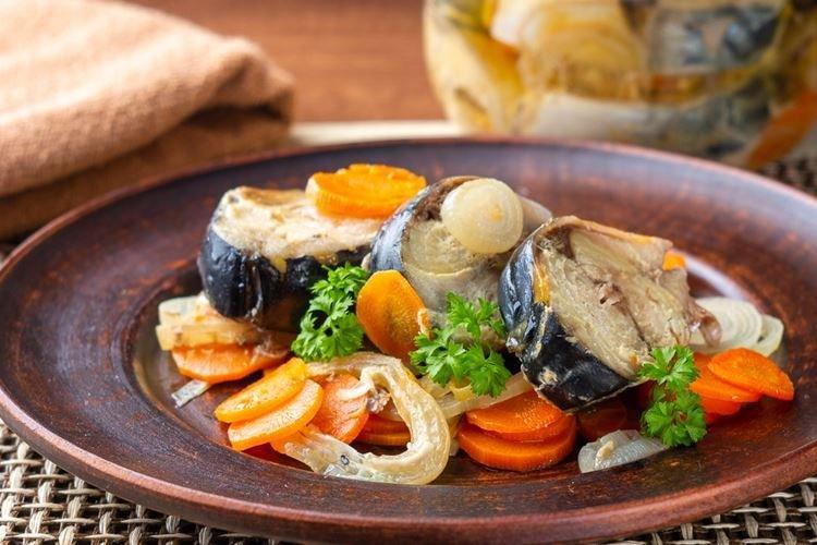 Скумбрия с овощами - Что приготовить на ужин быстро и вкусно