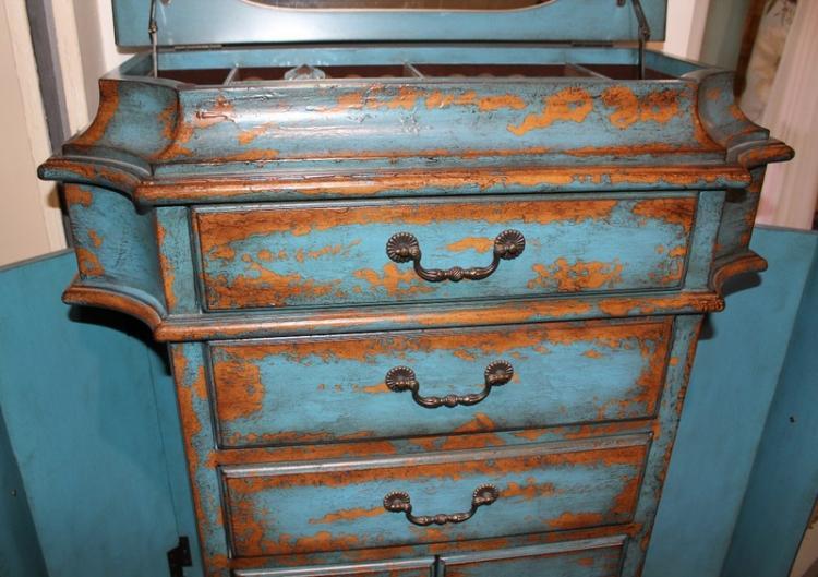 Элегантные потертости - Декор старого шкафа своими руками