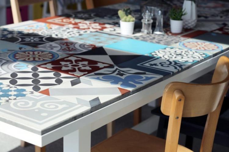Керамическая плитка - Декор старого стола своими руками