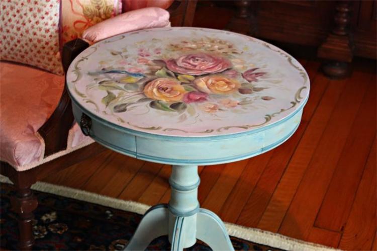 Декор старого стола своими руками - фото и идеи