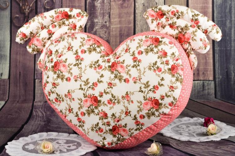 Подушка в форме сердца - Выкройки и идеи для декоративных подушек своими руками