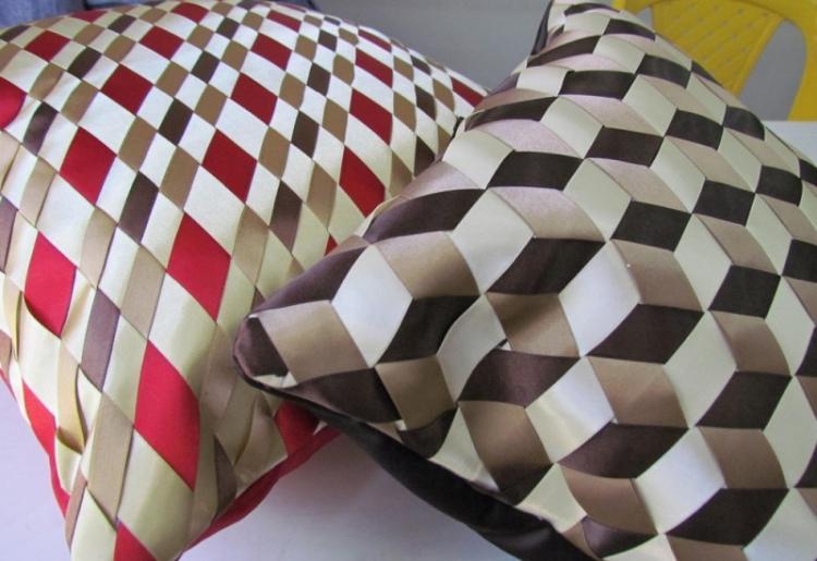 Атласные ленты - Выкройки и идеи для декоративных подушек своими руками