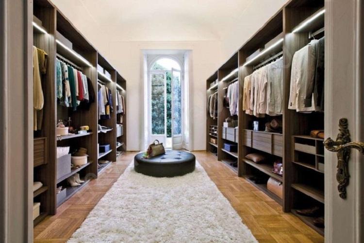 Параллельная планировка гардеробной комнаты
