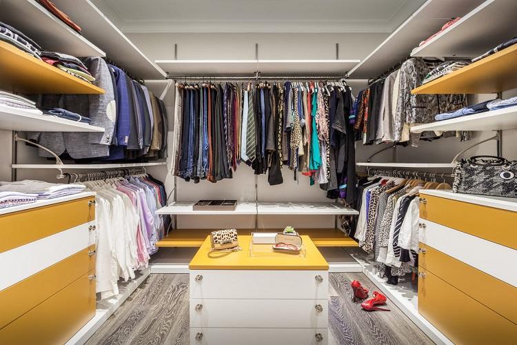 П-образная планировка гардеробной комнаты