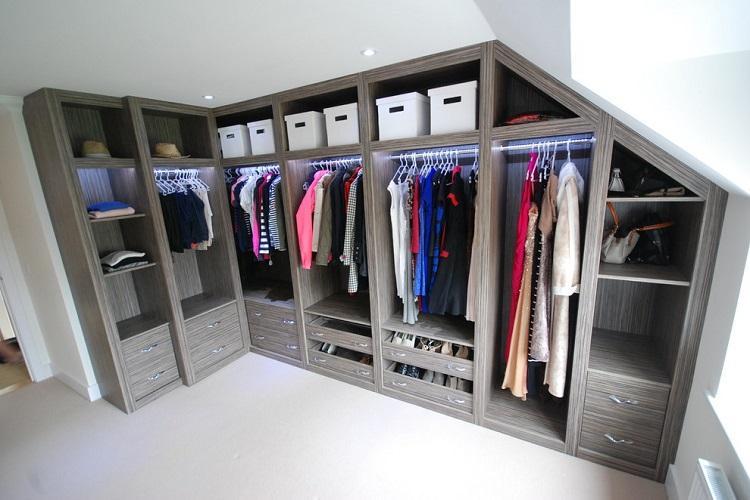 Угловая планировка гардеробной комнаты