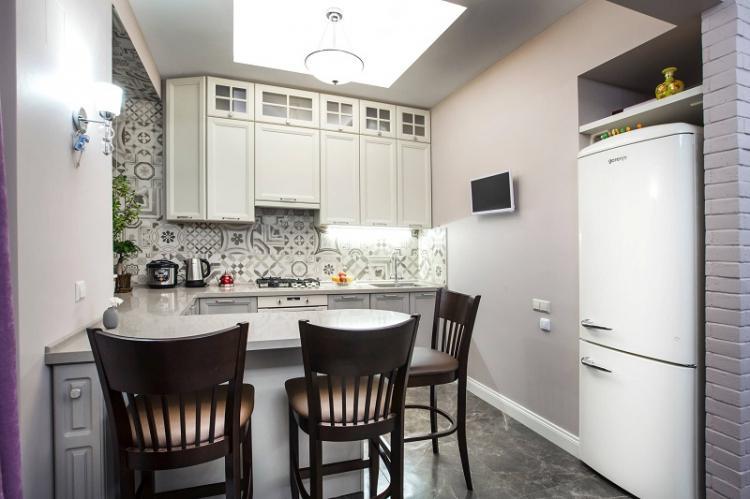 Куда поставить холодильник - Дизайн кухни 12 кв.м.