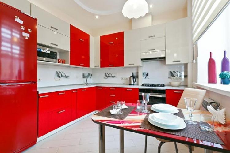 Красная кухня 3 на 4 - Дизайн интерьера