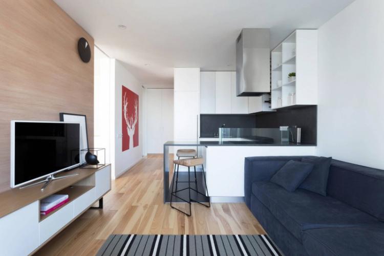 Акцент на стене с телевизором - Дизайн кухни-гостиной
