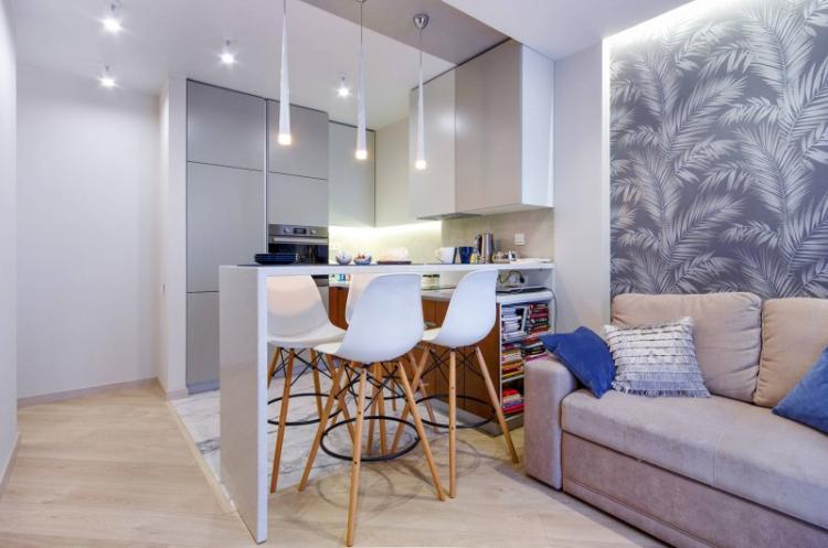 Многоуровневое освещение - Дизайн кухни-гостиной