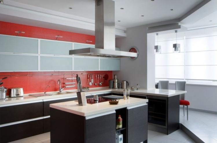 Кухня, совмещенная с балконом - дизайн интерьера фото