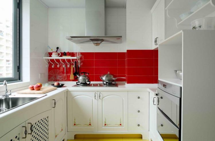П-образный гарнитур - Дизайн кухни в хрущевке