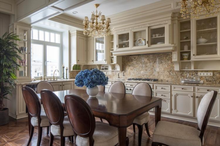 Бежевая кухня в классическом стиле - Дизайн интерьера