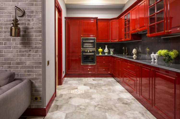 Красная кухня в классическом стиле - Дизайн интерьера