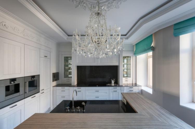 Отделка потолка - Дизайн кухни в классическом стиле