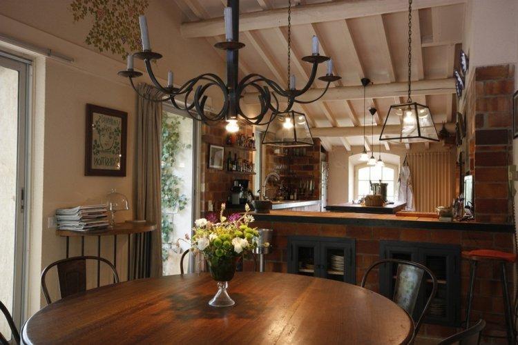Освещение и подсветка - Дизайн кухни в стиле кантри