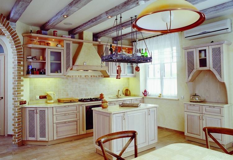 Отделка потолка - Дизайн кухни в стиле прованс