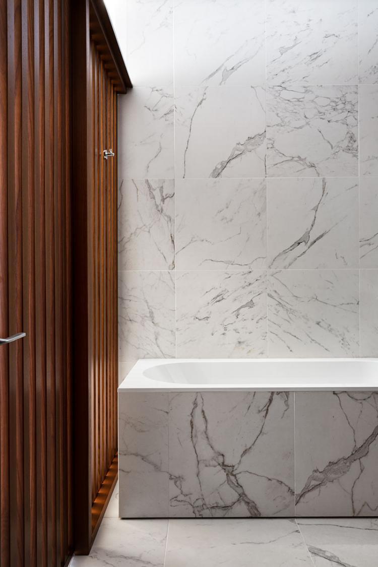 Дизайн квартиры «Wood & Marble»