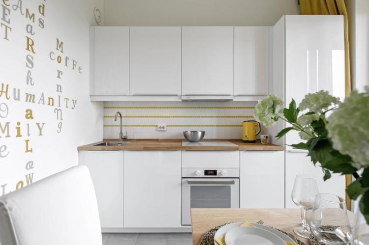 Максимум белого цвета - Дизайн маленькой кухни