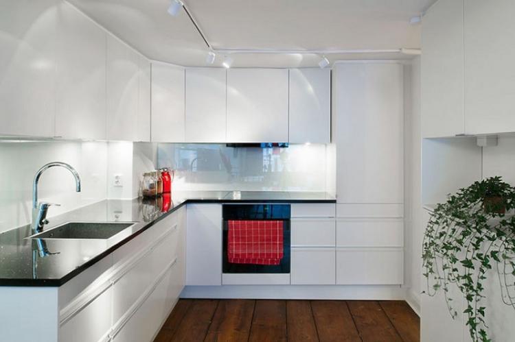 Больше отражающих поверхностей - Дизайн маленькой кухни