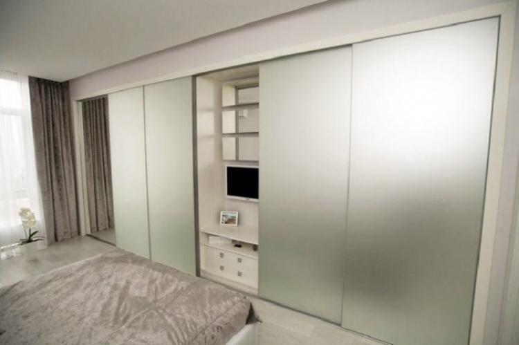 Где установить телевизор - Дизайн маленькой спальни