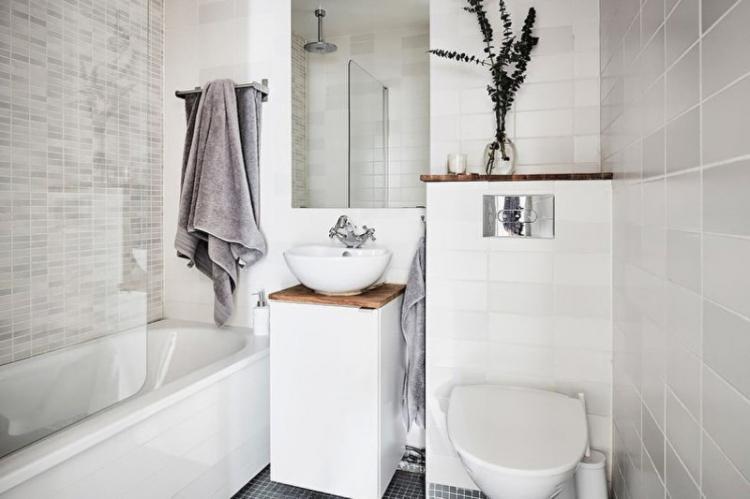 Предпочтение глянцевым поверхностям - Дизайн маленькой ванной комнаты