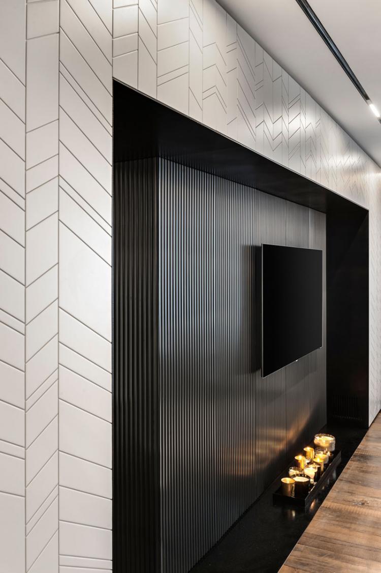 Металлическая стена с телевизором - Дизайн