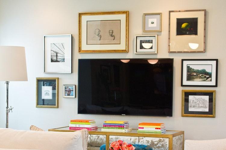Картины и фотографии в рамках - Дизайн стены с телевизором