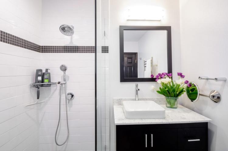Как оформить дизайн ванной комнаты 2 кв.м. (80 фото)