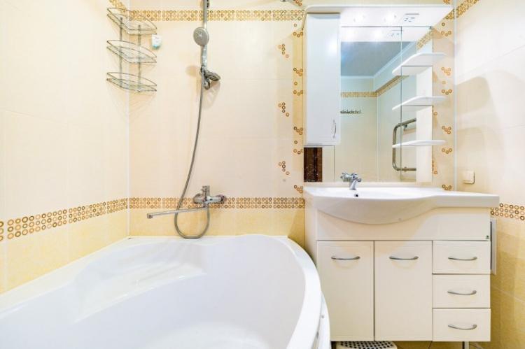 Желтая ванная комната 2 кв.м. - Дизайн интерьера