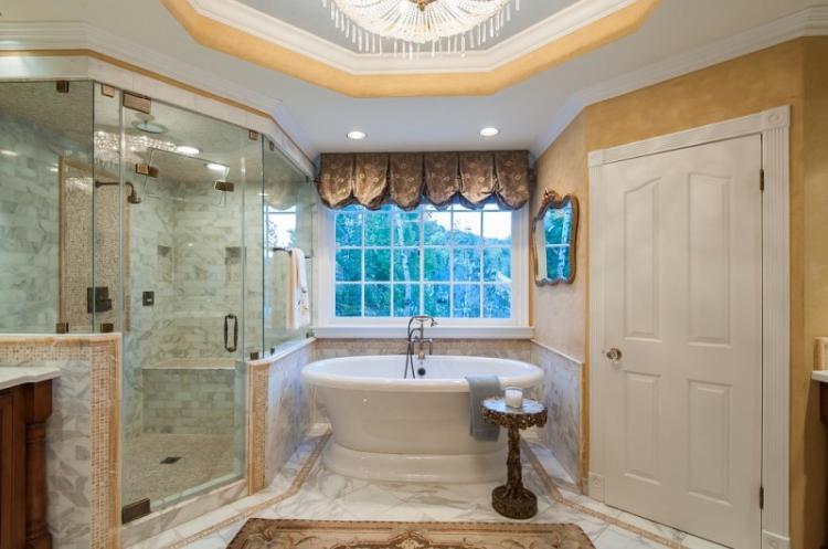 Отделка потолка - Дизайн ванной комнаты 2019