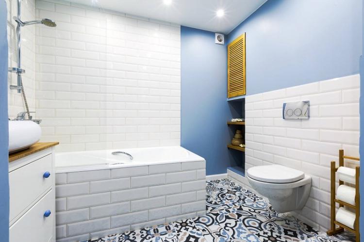 Отделка потолка - Дизайн ванной комнаты 4 кв.м.