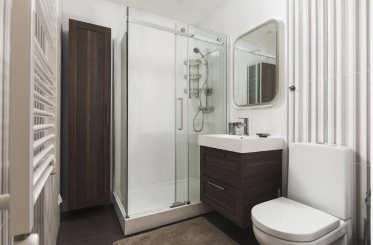Ванная с душевой кабиной в современном стиле - Дизайн интерьера