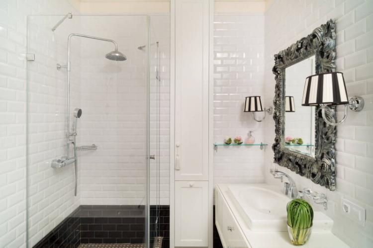 Ванная с душевой кабиной в классическом стиле - Дизайн интерьера