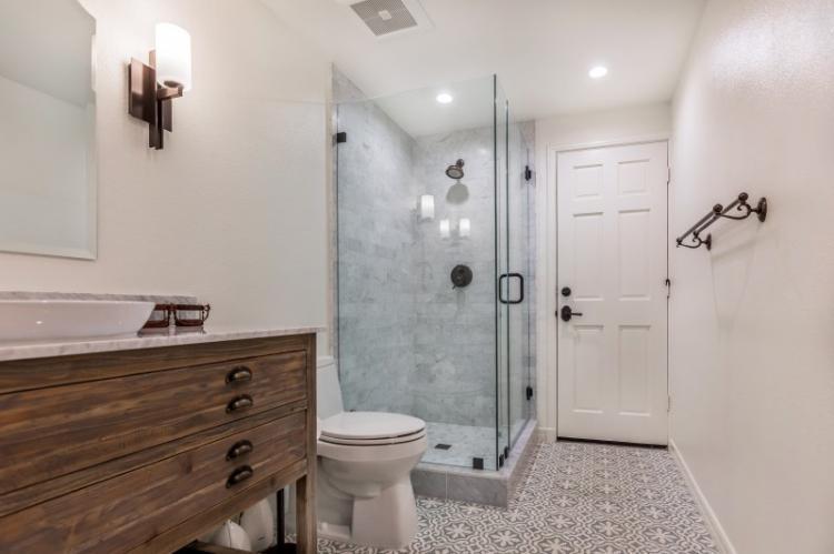 Ванная с душевой кабиной в стиле прованс - Дизайн интерьера