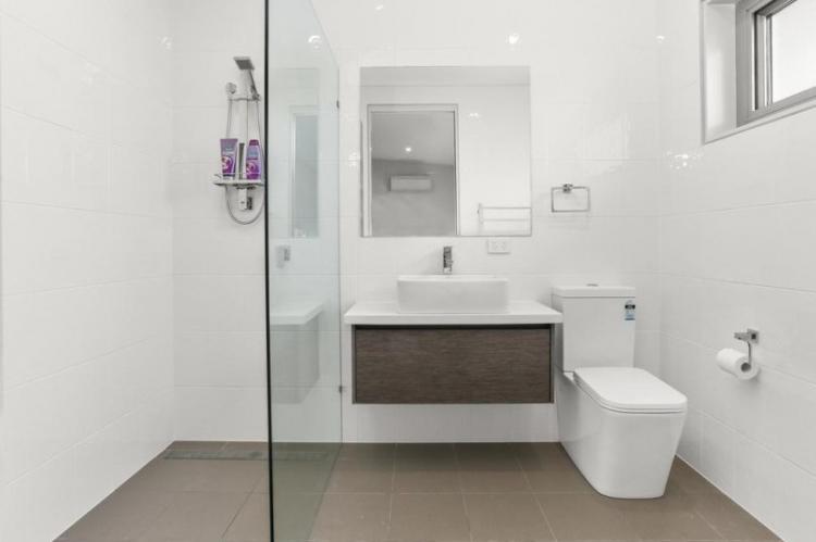 Отделка стен - Дизайн ванной с душевой кабиной