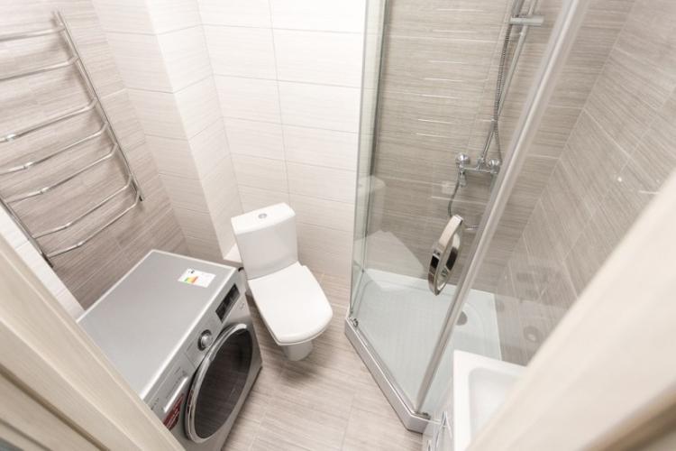 Дизайн маленькой ванной с душевой кабиной