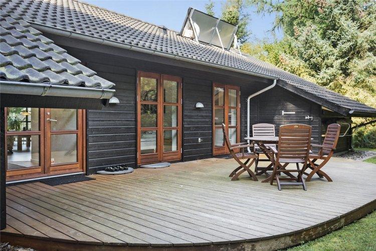 Дом в скандинавском стиле с крыльцом или террасой - проекты и фото