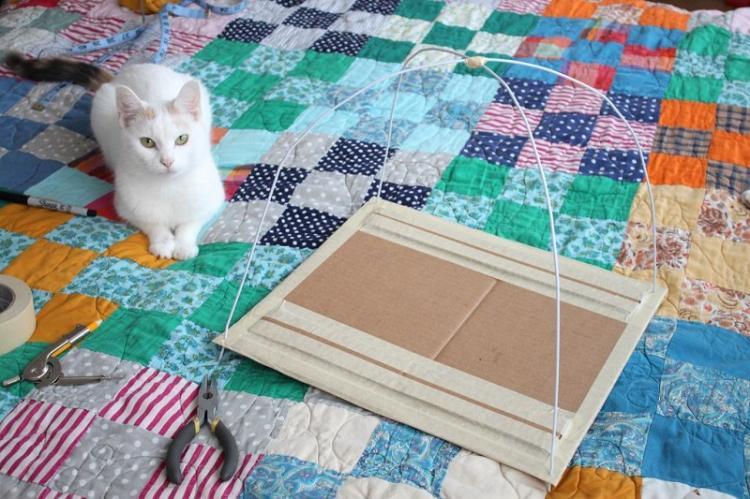 Старая одежда тоже пригодится - Домик для кошки своими руками