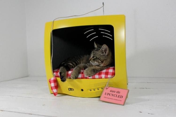 На помощь приходит техника - Домик для кошки своими руками
