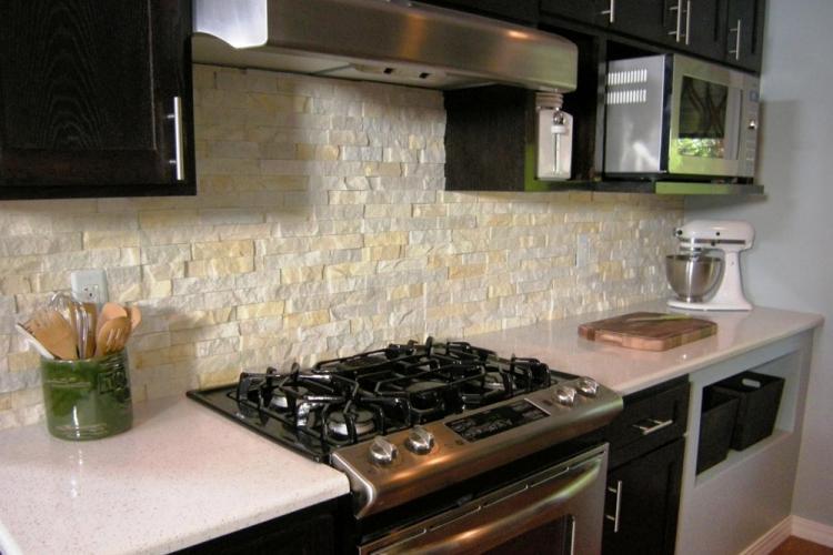 Фартук на кухне из искусственного камня