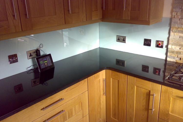 Акриловый фартук на кухне