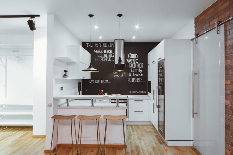 Фартук на кухне с грифельной краской